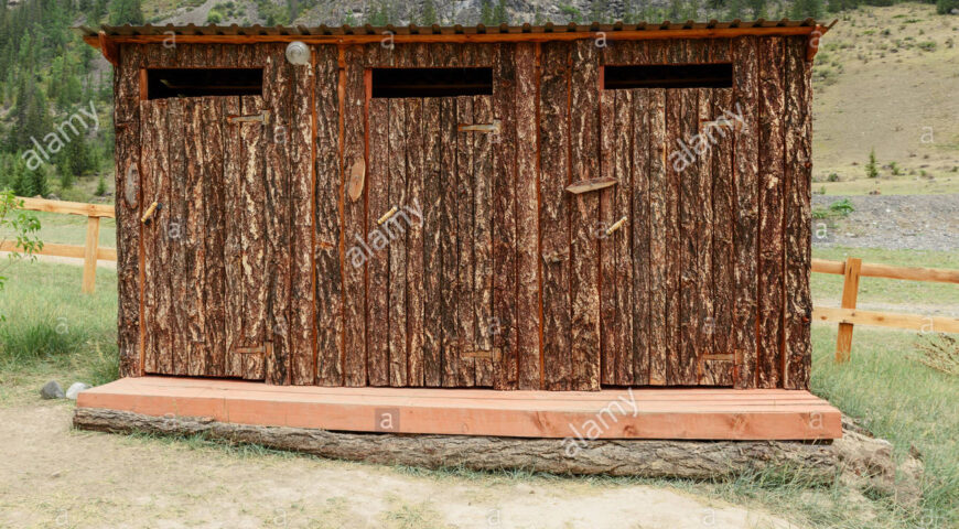outdoor-toilet-made-of-wood-in-the-reserve-KD23NM